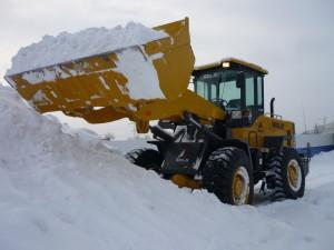 уборка снега фронтальный погрузчик